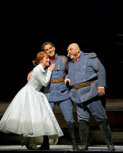 dessay daughter of Natalie dessay and alessandro corbelli sing au bruit de la guerre from donizetti's la fille du régiment.